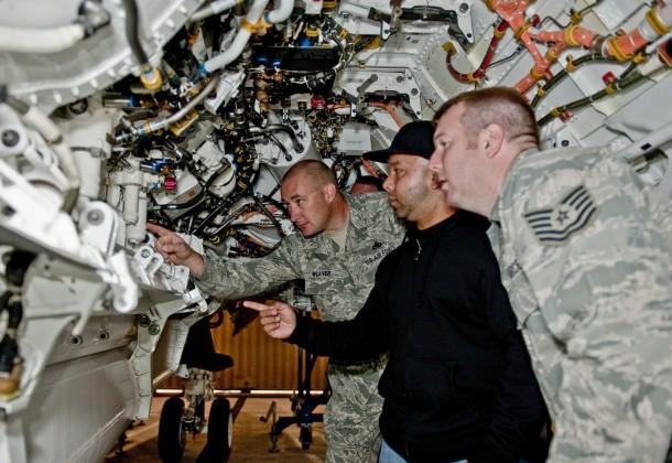 Air Force Mechanics Get First Training on Navy JSF LexLeader