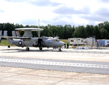 e-2d-advanced-hawkeye-launches_110927-n-jq696-001