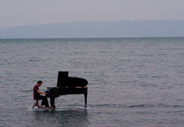 piano on water