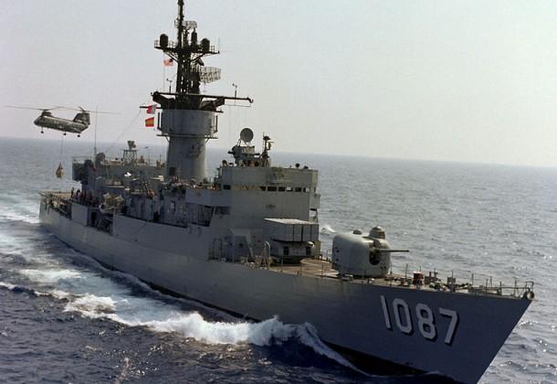 763px-USS_Kirk_(FF-1087)_UNREP