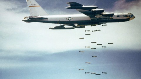 1280px-Boeing_B-52_dropping_bombs